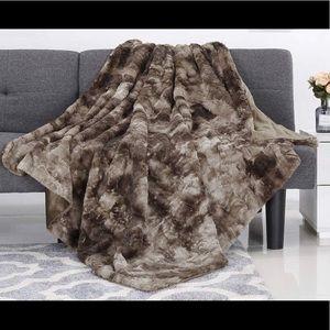 Faux Fur 50x60 super soft blanket cozy New